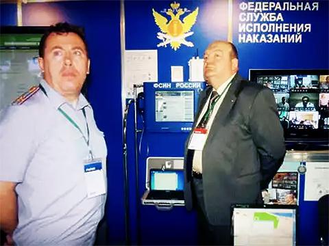 Слева: главный свидетель по делу о браслетах Виталий Наконечный и Александр Реймер
