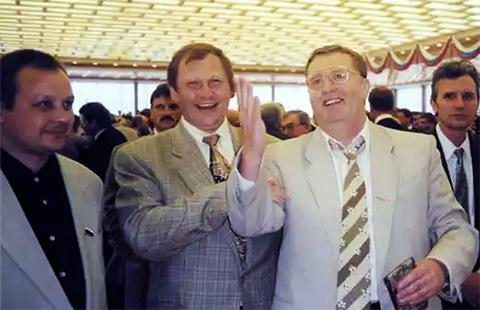 Владимир Жириновский и Михаил Глущенко на инаугурации президента Бориса Ельцина