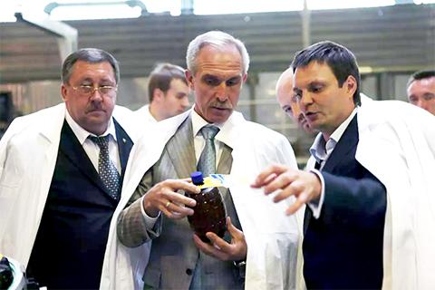 Справа: Михаил Родионов, губернатор ульяновской области Сергей Морозов