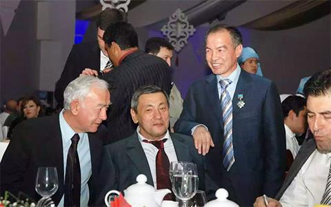 Второй слева: Гафур Рахимов (Черный Гафур) и Тохтар Тулешов