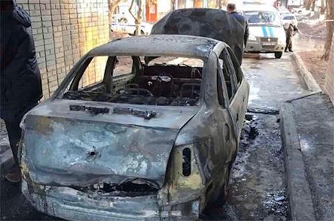 Сожженный киллерами автомобиль