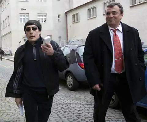 Вор в законе Андраник Согоян (Зап) по пути в Пражский суд на оглашение приговора