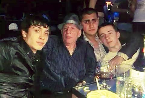 В центре: Леонид Свинухов - Ленчик Тряси Башка