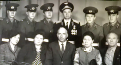 Михаил Платонов (верхний ряд, второй справа)