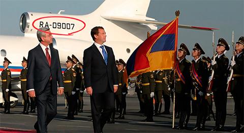На тот момент президент России Дмитрий Медведев прилетел на самолете «Роснефти» в Армению
