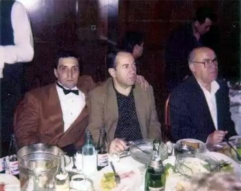 Слева вор в законе Лаша Шушанашвили, справа вор в законе Георгий Чиковани (Гоги)