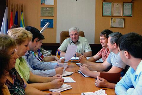 Александр Ерохин на совещании в компании «УК «Пороховые»