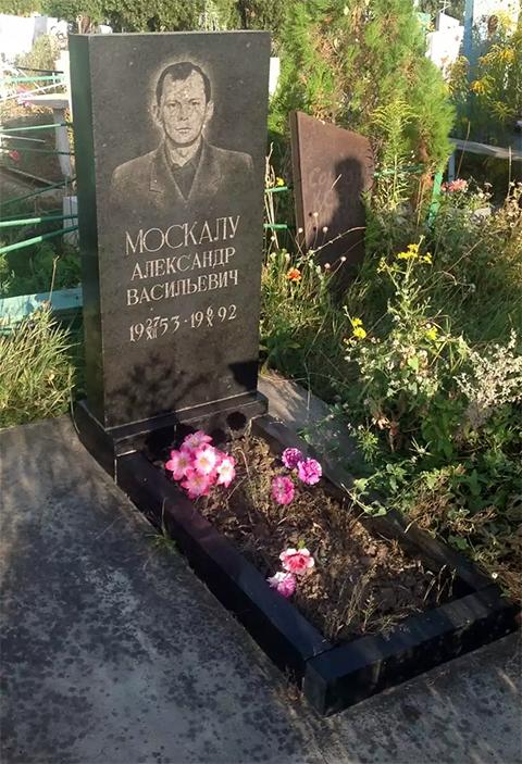 Могила вора в законе Александра Москалу - Яблочко