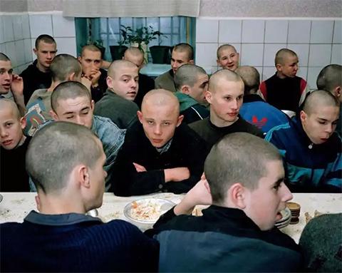 дети в тюрьме