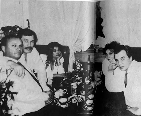 Слева: Завадский, Коротаев и Мансуров - дружеское застолье