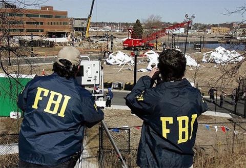 ФБР записавыет разговоры, которые осведомитель вел с подозреваемыми