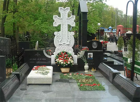 Могила Маиса Карапетяна
