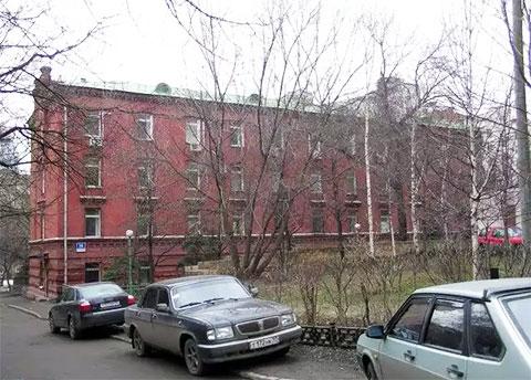 Всё что осталось от Таганки - вот это бывшее административное здание тюрьмы, затерявшееся во дворах и в настоящее время, заселённое офисами