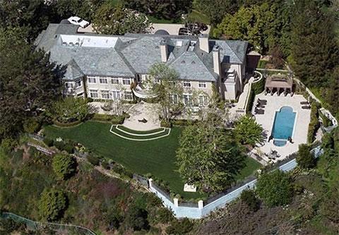 Недвижимость Лесиных в Беверли-Хиллз площадью около 1200 квадратных метров