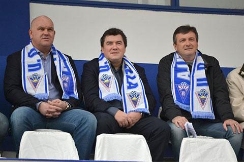 Слева: Секретарь клуба Клаудио Эрнандес, президент Александр Гринберг и вице-президент Герман Пастушенко