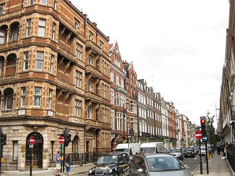 Харлей-стрит в престижном районе Лондона Мэрилебон. В этих домах зарегистрированы сотни компаний, включая структуры, подконтрольные каморре