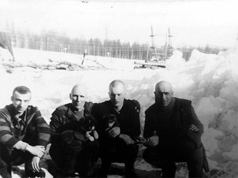 Второй слева: Владимир Бабушкин - Васька Бриллиант