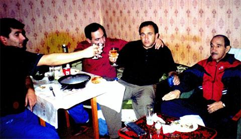 Слева: Тельман, Роберт, Юра Москва, Дед Фаик Ереванский