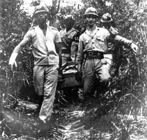 Тела радиоинженеров выносят из джунглей