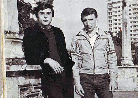 Слева воры в законе: Малхаз Кития и Виктор Магуров (Писик)