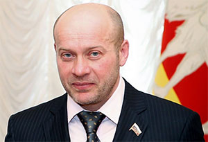 Олег Колесников