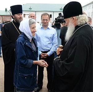 Владимир Мединский (в центре) и патриарх Кирилл (справа) инспектируют Соловки