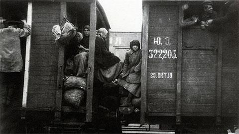 Вагоны поезда времен НЭПа