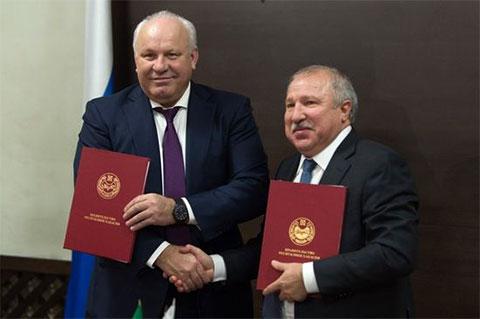 Слева: Виктор Зимин и Эдуард Худайнатов