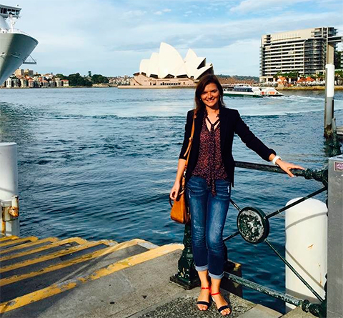 Старшая сестра миллиардера Юлия, по некоторым данным, представляла его дела в Швейцарии, а сейчас переехала в Австралию