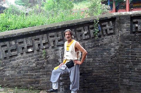 Мухтар Гусенгаджиев во время поездки в Японию