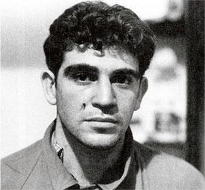 Ронни Касрилс - участник подготовки 3-х дневной забастовке протеста. Дурбан, 1961 год. На щеке рана от пули после стычки с подосланными убийцами