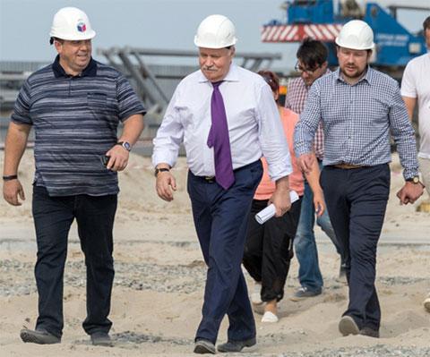 В центре: экс-гендиректор «Корпорации развития» Сергей Новицкий