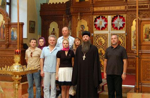 Андрей Дементьев – крайний слева. Рядом – его супруга. Третий слева - вероятнее всего Виктор Христенко