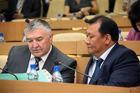 Слева: Юрий Дойников