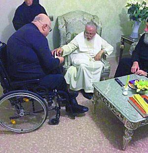 Гела Церцвадзе преподносит подарок Каталикосу-Патриарху всея Грузии Илии II