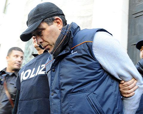 Сальваторе Руссо, босс Каморры с 1995 года, во время задержания итальянской полицией в Неаполе