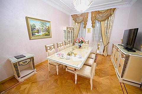 Гостиная президентского номера в гостинице «Покровская»