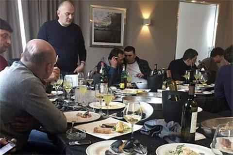 В центре: Мераб Джангвеладзе и Артем Саратовский в Италии, 2018 год