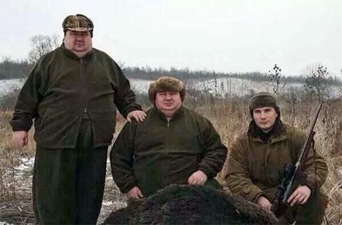 Слева: Братья Аврамовы и Александр Янукович