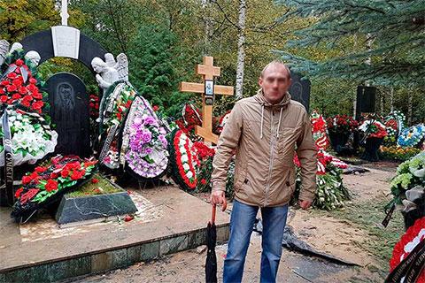 На могиле «вора в законе» Владимира Вагина - Вагона