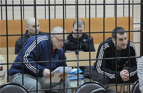 Лидеры группировки Михаил Леонов, Владислав Трофимов и Александр Митянин (на заднем плане слева)