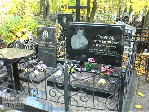 Могила вора в законе Сергея Комарова (фото:Прайм Крайм)