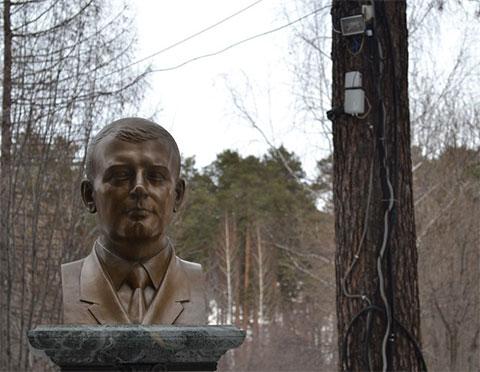 Над могилой Александра Хабарова до сих пор работает видеокамера