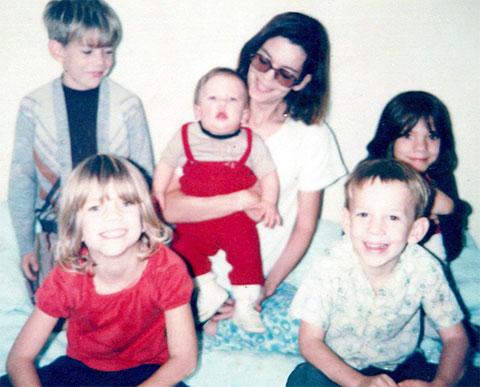 Сью Шарп с детьми