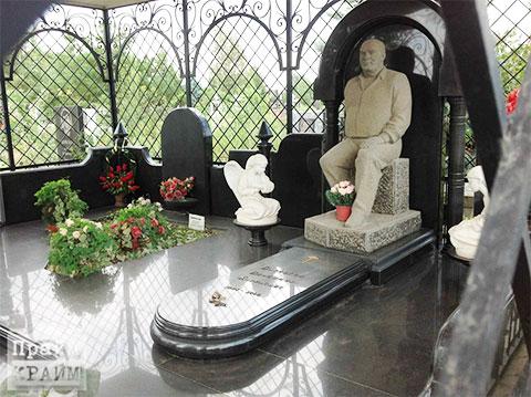 Могила Владимира Барсегова на Северном кладбище