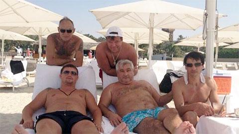 Внизу слева воры в законе: Виктор Жаринов (Цезарь) и Владимир Вагин (Вагон), Дубай