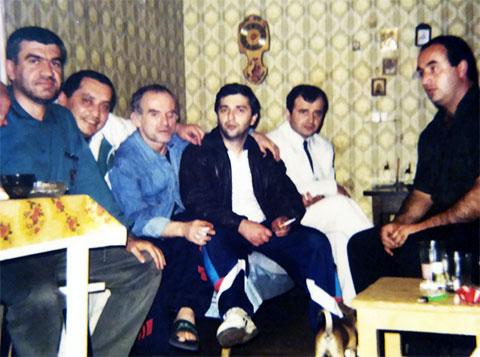 Слева воры в законе: 2) Мераб Геладзе (Комбала), 3) Юрий Пачуашвили (Пачуна), 4) Николай Сохадзе (Коки)