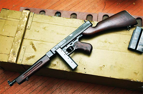Пистолет-пулемет Томпсона с коробчатым магазином — фото