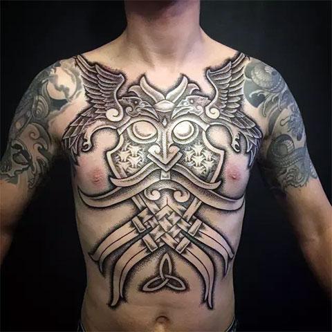 Бог Один и его вороны (фото татуировки)