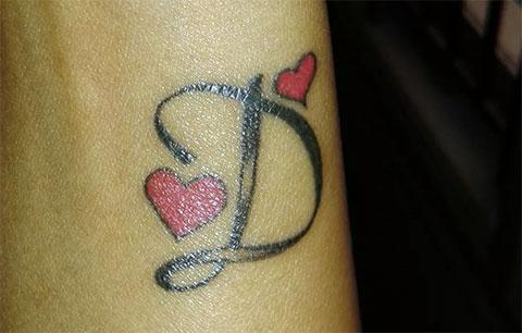 Тату - буква д в сердце (фото)